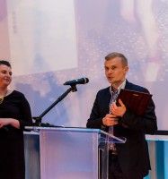Bartosz Tworek odbiera nagrodę dla Bristol Art & SPA Sanatorium