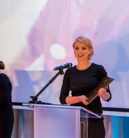 Sylwia Dzierżyc odbiera nagrodę dla salonu Coco Time